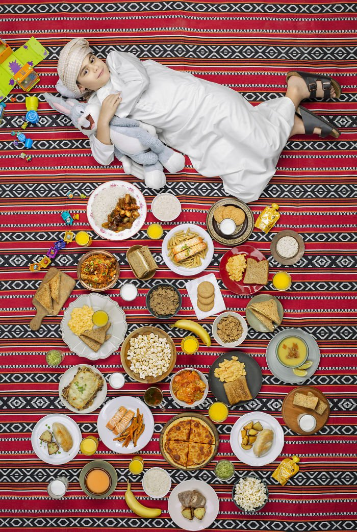 kids-surrounded-weekly-diet-photos-daily-bread-gregg-segal-14-5d11c0f2d1a57__700