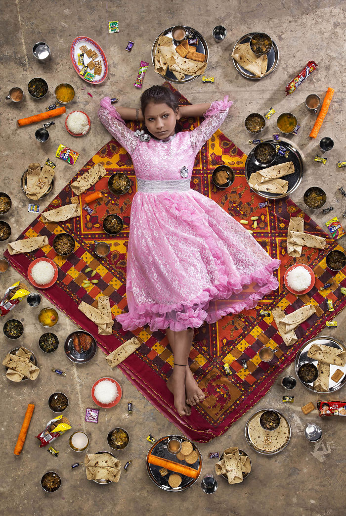 kids-surrounded-weekly-diet-photos-daily-bread-gregg-segal-2-5d11c0ca7c9bd__700